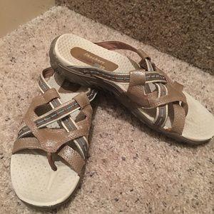 Sketchers 8.5 M tan sandals